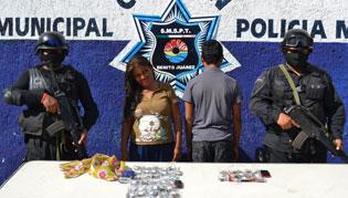 Detienen en la Región 259 a una mujer y a un menor con 50 dosis de droga