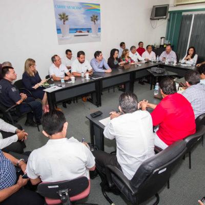 CONTIENEN PLEITO POR EL TRANSPORTE: Anuncian acuerdos para evitar nuevos conflictos de taxistas y transportistas federales en QR