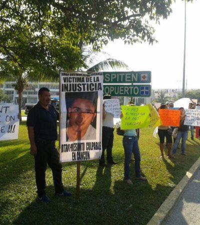 """""""JORGE IS NOT GUILTY"""": Protestan en la entrada a la Zona Hotelera familiares de joven detenido y torturado en Cancún"""