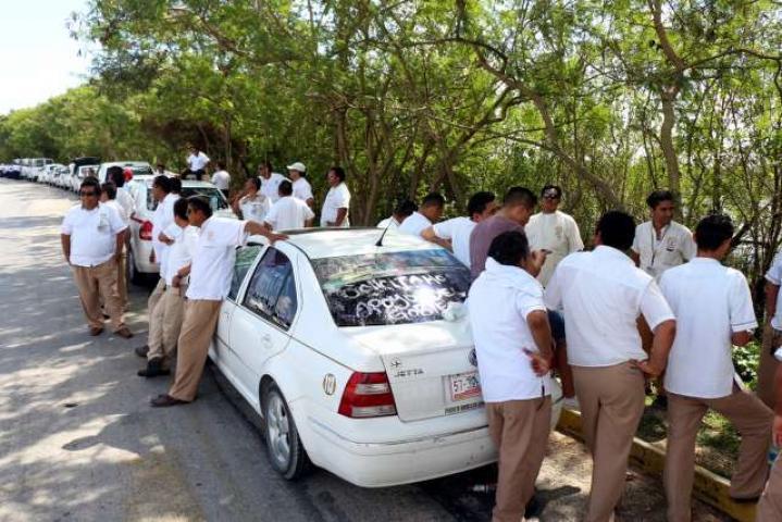 Con amago de nuevo bloqueo en la Zona Hotelera, taxistas lograr primeros acuerdos por conflicto del 'pirataje'