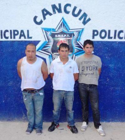 Detienen en Cancún a 3 empistolados con marihuana