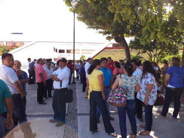 VUELVEN MAESTROS A LA CARGA: En protesta por incumplimiento de acuerdos, realizan plantón en la SEyC en Chetumal