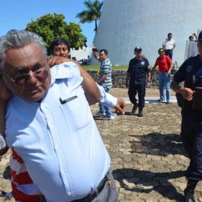 PROTESTA MAGISTERIAL EN EL CONGRESO: Reclaman maestros a diputados aprobación de reforma educativa… y Bibiano Villa casi provoca un enfrentamiento