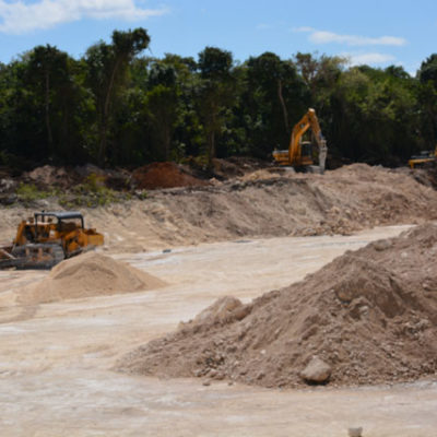 DENUNCIA CITYMAR A SASCABERA: Acusan reinicio de explotación de material petreo en zona protegida de Cozumel