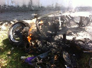 Se incendia moto en la Avenida Andrés Quintana Roo de Cancún