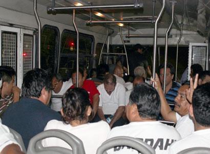 Siguen taxistas sin poder salir de la cárcel por no garantizar fianza
