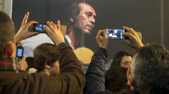 TERMINA TRAVESÍA DE PACO DE LUCÍA EN ALGECIRAS: Despiden miles al guitarrista y lo sepultan junto a sus padres en su pueblo natal