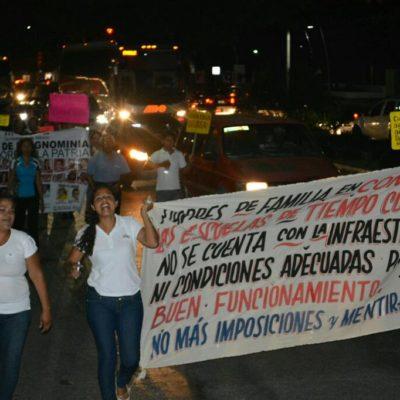 DESAFÍAN LA 'LEY BORGE': Se manifiestan chetumaleños frente a la Casa de Gobierno contra restricción de marchas