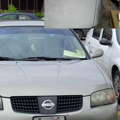 Balconean a empleado del secretario del Ayuntamiento de Solidaridad por usar en su auto la charola de su jefe cuando era diputado