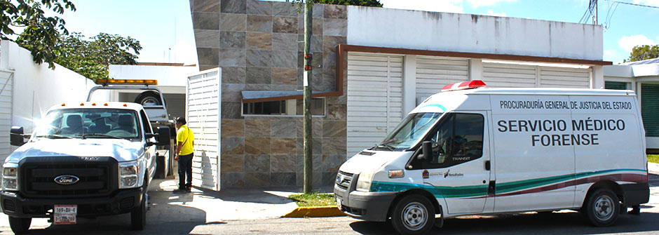 DOBLE EJECUCIÓN FRENTE A PLAZA 21: Maniatados y encajuelados en un taxi, hallan 2 cadáveres en Cancún