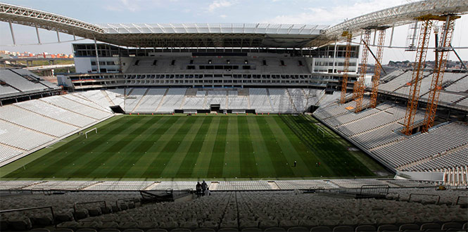 FOCOS AMARILLOS EN BRASIL: A 2 meses del arranque del Mundial 2014, 3 estadios siguen en obras y hay atrasos en aeropuertos