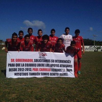 """MENOSPRECIA PAUL A BONFILEÑOS: Mientras equipo Ejidatarios de Bonfil reclama liberen apoyos, Alcalde llama a apoyar al """"de casa"""", los Pioneros de Cancún"""