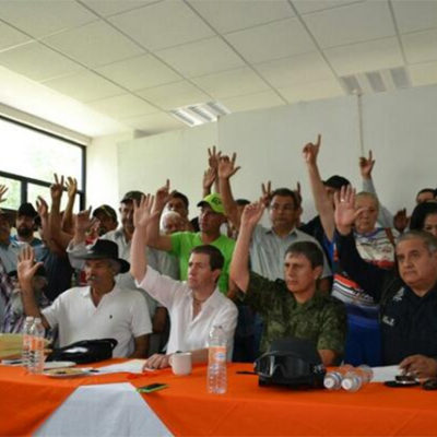 Acuerdan iniciar desarme de autodefensas en Michoacán el próximo lunes