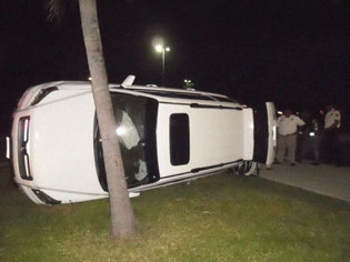 Otra aparatosa volcadura de una camioneta en la Zona Hotelera de Cancún