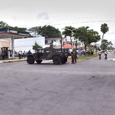 NUEVA FUGA DE GASOLINA EN EL CENTRO DE CHETUMAL: Desalojan comercios y el Palacio de Gobierno por el derrame