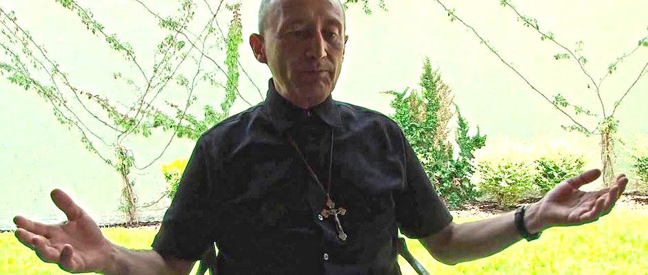 CURA REBELDE MANTIENE ABIERTA POLÉMICA: Pablo Pérez Guajardo exhibe a nivel nacional el feudo de los Legionarios de Cristo en QR