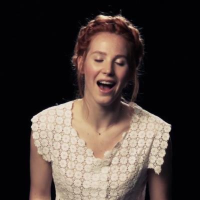 ENTRE LA PROMOCIÓN Y EL EROTISMO: Mujeres intentan cantar mientras tienen un orgasmo