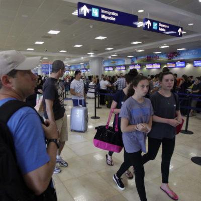 BOLETOS DE AVIÓN, POR LAS NUBES: Sube 200% costo del transporte aéreo para la temporada decembrina