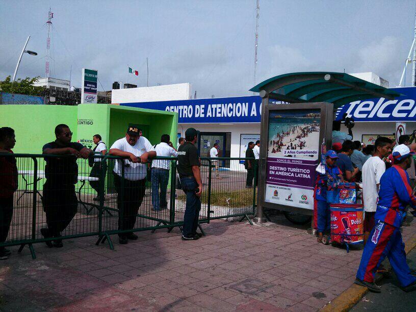 En Chetumal bloquearon acceso a explanada de la bandera para evitar protestas. (Foto: @agesquivel)