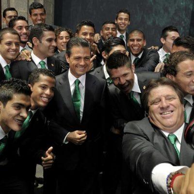 """QUE REGRESEN CON EL TROFEO: Pide EPN a 'El Piojo' Herrera y a la Selección convertirse en """"titanes"""" y ganar el Mundial"""