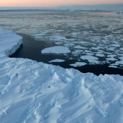 """""""HEMOS PASADO YA EL PUNTO SIN RETORNO"""": Documentan contracción """"irreversible"""" e """"imparable"""" de glaciares en la Antártida"""