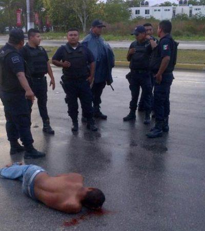OTRO 'ACCIDENTE' EN UNA PATRULLA: Hombre detenido se avienta de unidad en movimiento y queda herido en Playa