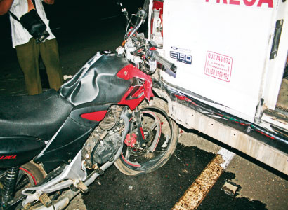 Mueren 2 jóvenes en JMM al chocar en motocicleta