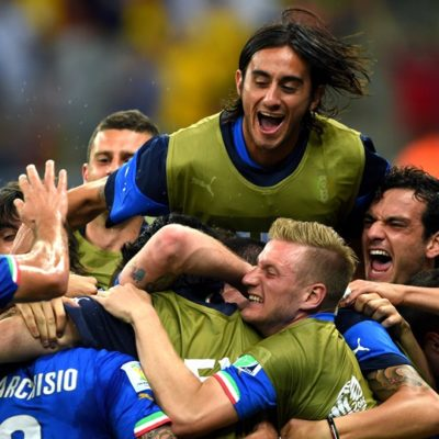 VIBRANTE PARTIDO DE GIGANTES: Vence Italia 2-1 a Inglaterra en su arranque mundialista