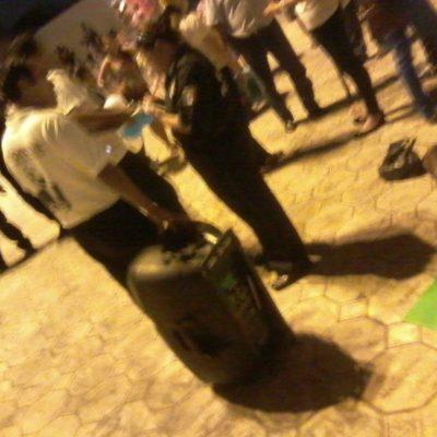 INTOLERANCIA POLÍTICA EN CANCÚN: Mandan a golpeadores a destruir equipo de sonido de Morena en plena Plaza de la Reforma