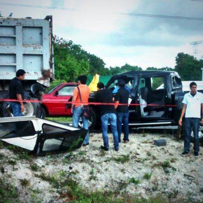 ACCIDENTE EN LA CARRETERA: Un muerto al chocar camioneta contra un volquete estacionado a la altura de Crococun