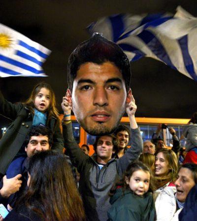 """""""SUÁREZ ES EL DIOS DE LA SELECCIÓN"""": Reciben en Uruguay como héroe al 'caníbal' tras ser expulsado del Mundial"""