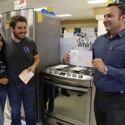 DA PROFECO OTRO 'CAMPANAZO': Obligan a mueblería a respetar precio y una pareja compra estufa por $13.99