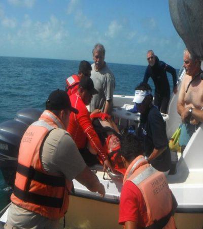 Realizan marinos evacuación de turista en alta mar por problemas cardiacos