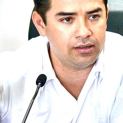 """SE DEFIENDE 'CHANITO', PERO NO ACLARA: Ante desvíos en cuentas públicas, líder del Congreso voltea la mirada y niega """"sacar raja política""""; el """"piso está parejo"""", asegura"""