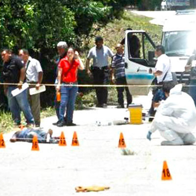 EJECUCIÓN EN BACALAR: De 6 balazos y con el tiro de gracia, matan a un hombre en camino rural
