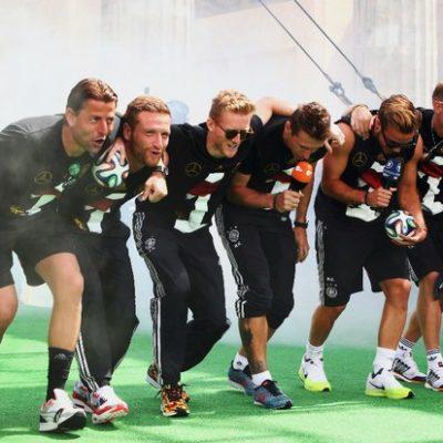 """""""ASÍ CAMINAN LOS GAUCHOS…"""": Levanta ámpula burla de jugadores alemanes a los argentinos en celebración en Berlín"""