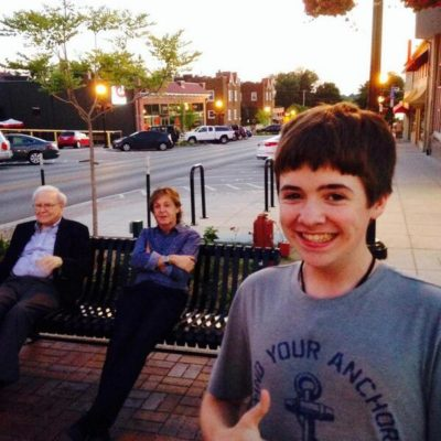 El 'selfie' viral de un adolescente con Paul McCartney y Warren Buffett