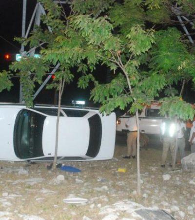 Vuelca taxista al resistirse a ser asaltado en Cancún; detienen a los delincuentes