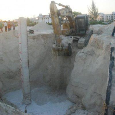 SE TRAGA LA TIERRA A UN ARQUITECTO: Hundimiento de tierra en obras de un hotel en la marina 'La Amada' cobra una vida