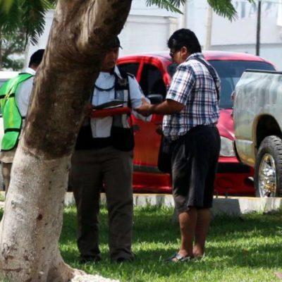 Que ya investigan al elemento de Tránsito fotografiado en plena 'mordida' en Cancún