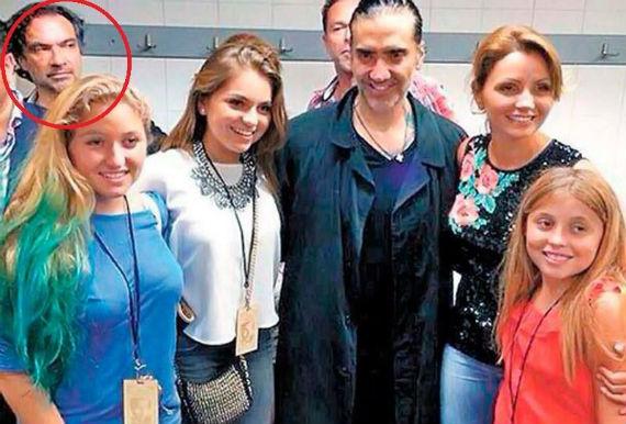 EXHIBE 'CERCANÍA' PRESIDENCIAL: Polémica por una foto de implicado en el fraude de Oceanografía con la familia de EPN