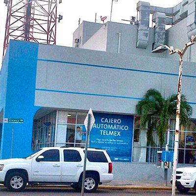 EMBARGAN A TELMEX EN CHETUMAL: Por un adeudo de 53 mdp, ejidatarios se llevan dinero y equipo de tienda de Carlos Slim