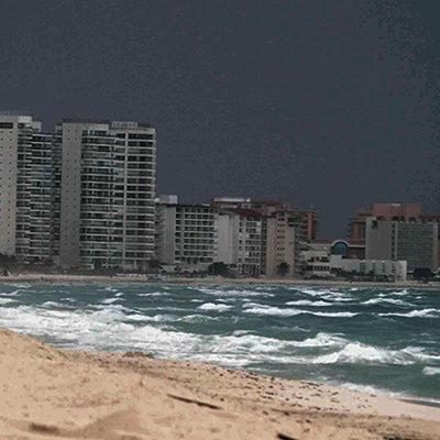 PENÍNSULA DE YUCATÁN, PASADA POR AGUA: Se intensifican lluvias por llegada de la onda tropical número 25; todo QR, afectado