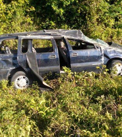 TRAGEDIA DE VACACIONISTAS EN BACALAR: Familia se sale de carretera con saldo de una mujer muerta y 5 heridos