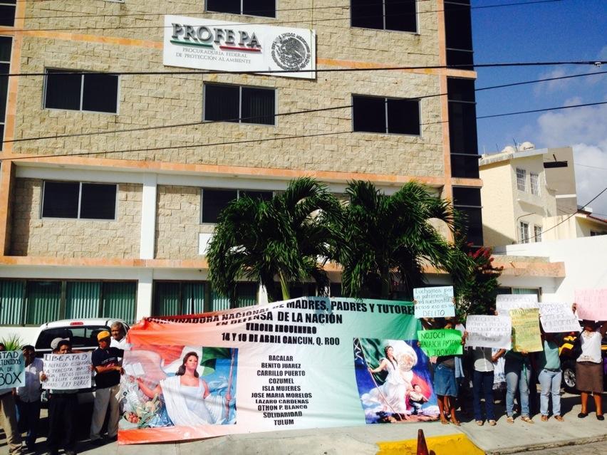 """EXIGEN LIBERAR A COMUNEROS DE HOLBOX: """"Por ineptos"""", clausuran oficinas de la Profepa y reclaman destitución de la delegada Ludivina Menchaca"""