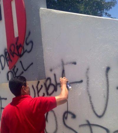 Maestros causan destrozos en sede del PRI en Oaxaca por 'traidores a la Patria'