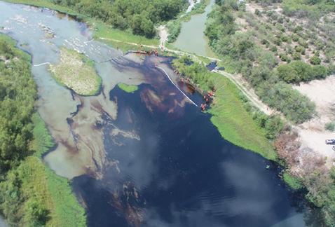 Fuga de petróleo cerca de refinería de Pemex en Cadereyta contamina el río San Juan