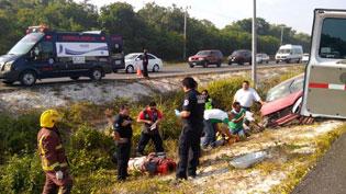 Dos lesionados al salirse de la carretera en la Playa-Cancún