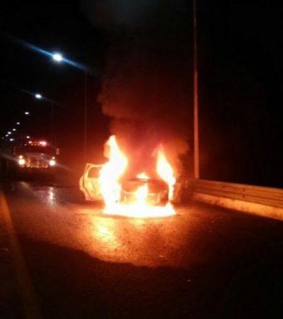 Choca automóvil y se incendia en puente de acceso a Chetumal