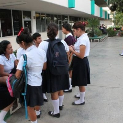Denuncian estudiantes presiones y regaños para pagar trámites de inscripción en el Conalep de Chetumal